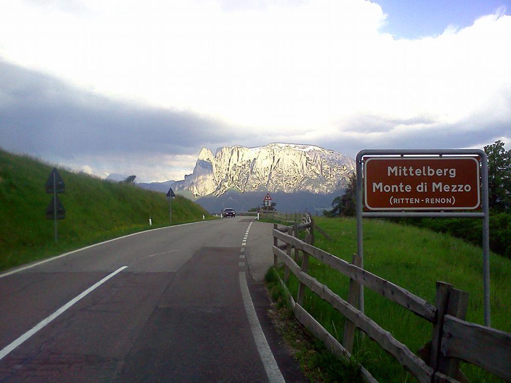Panoramastraße Ritten mit Aussicht auf den Schlern / Dolomiten / Südtirol