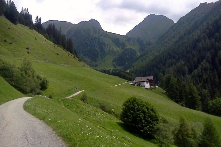 Ende der asphaltierten Strasse im Pfunderertal / Südtirol
