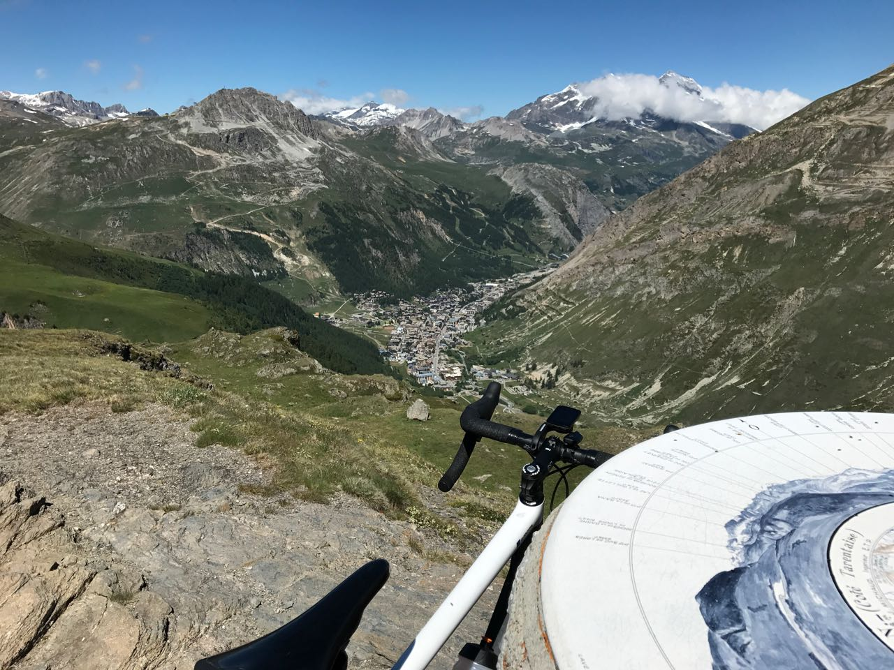 Rennradtour Sanremo - Bolzano: Tiefblick nach Val d'Isere